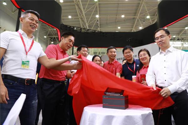 爆款加持,智能养猪带来哪些新玩法—北京小龙潜行科技有限公司新品亮相畜博会